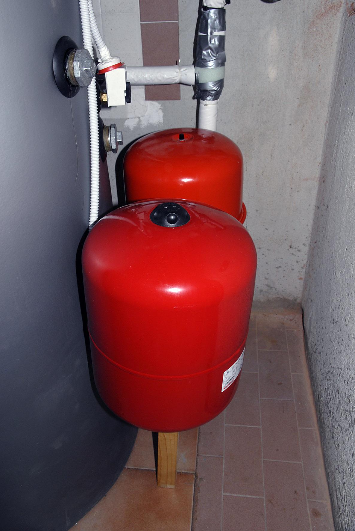 Controllo pressione vaso d 39 espansione per circuiti chiusi for Vaso d espansione