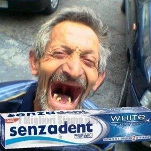 http://www.energialternativa.info/public/newforum/ForumEA/U/1783-uomo-senza-denti-fa-pubblicita-dentifricio.jpg